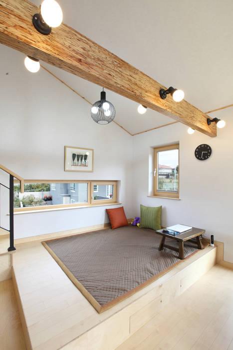 좌식 응접실: 주택설계전문 디자인그룹 홈스타일토토의  다이닝 룸,