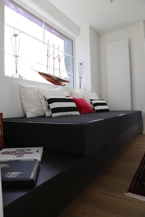 Wohnzimmer von Ad Hoc Concept architecture