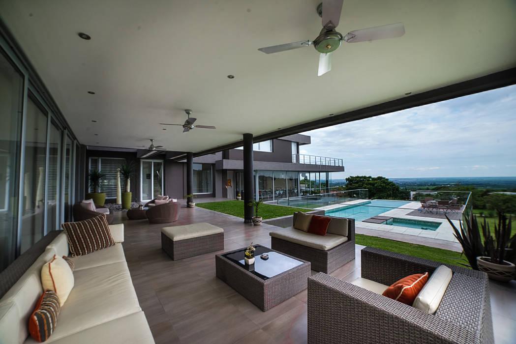 Balcones y terrazas de estilo moderno de Saez Sanchez. Arquitectos Moderno