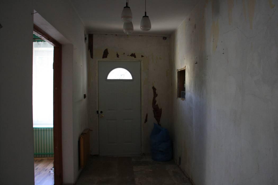 STUDIO BB ARCHITEKCI TOMASZ BRADECKI Modern corridor, hallway & stairs