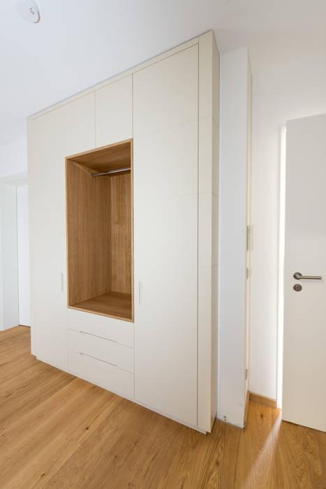 garderobe mir schubladen und offener nische flur diele treppenhaus von schrankidee peter. Black Bedroom Furniture Sets. Home Design Ideas