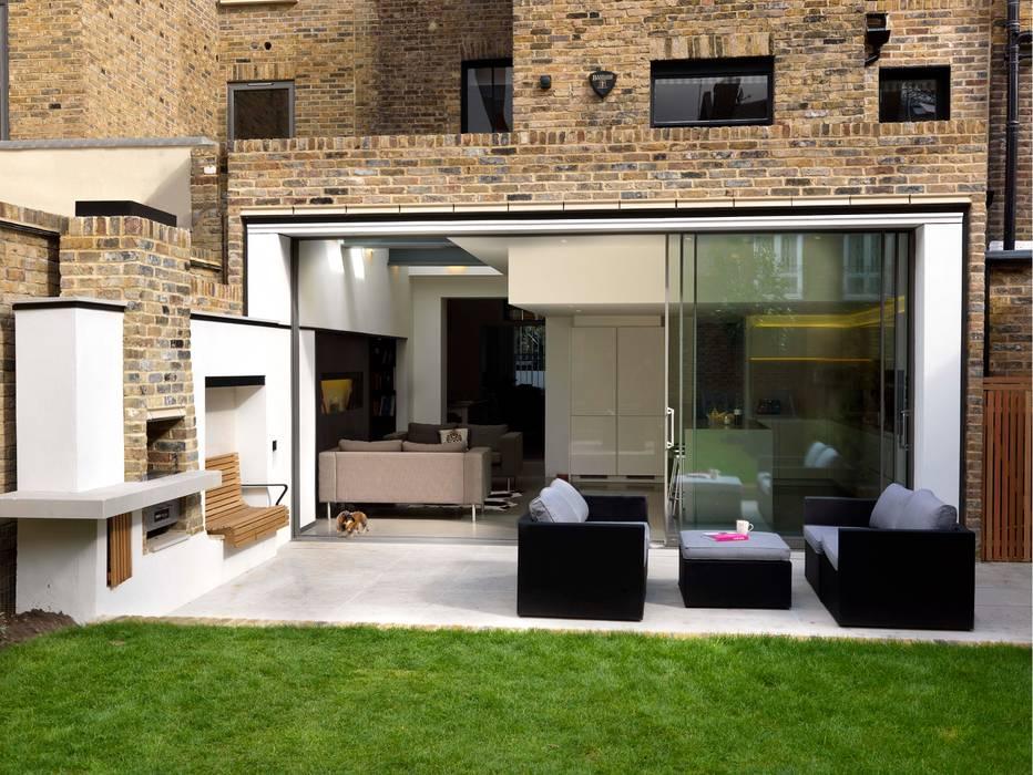 Gretel House Rustic style balcony, veranda & terrace by Simon Gill Architects Rustic