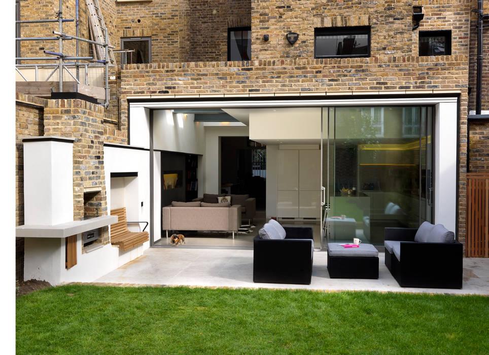 Gretel House Jardines rústicos de Simon Gill Architects Rústico