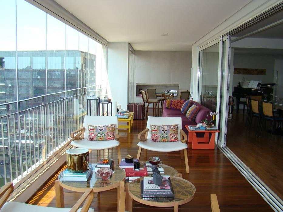 Luli Hamburger Arquitetura Modern balcony, veranda & terrace