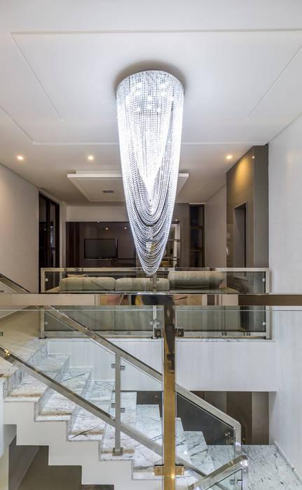 Residência A & F 經典風格的走廊,走廊和樓梯 根據 Lyssandro Silveira 古典風