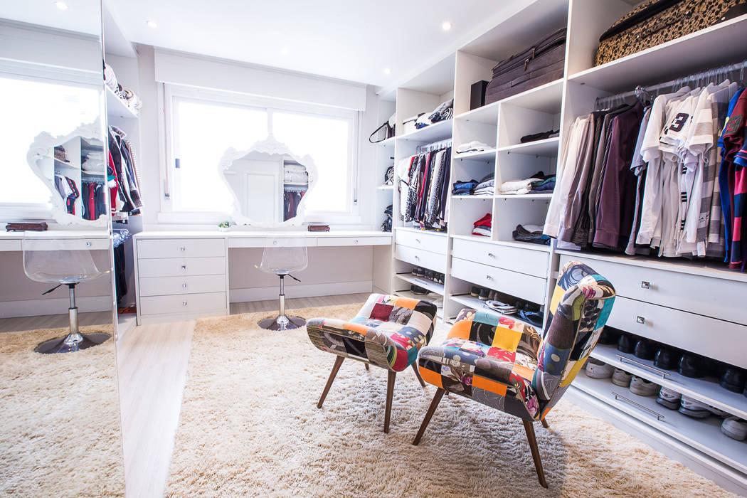 Closet suíte: Closets  por Camila Chalon Arquitetura