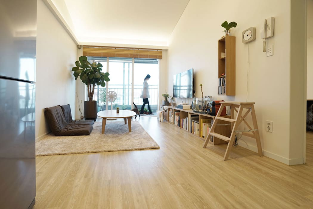 H 아파트 17평형 리모델링 ( 다락과 고양이) 모던스타일 거실 by IDÉEAA _ 이데아키텍츠 모던 MDF