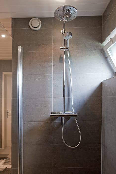 Modern bathroom by Hans Been Architecten BNA BV Modern
