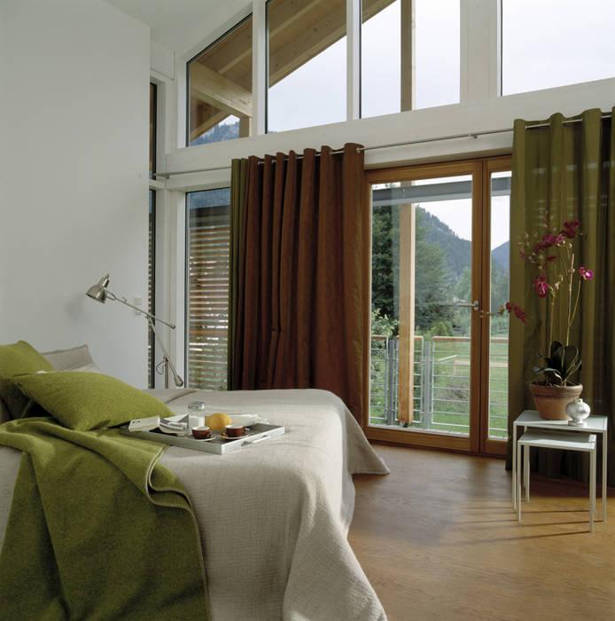 Cuartos de estilo moderno de Bau-Fritz GmbH & Co. KG Moderno