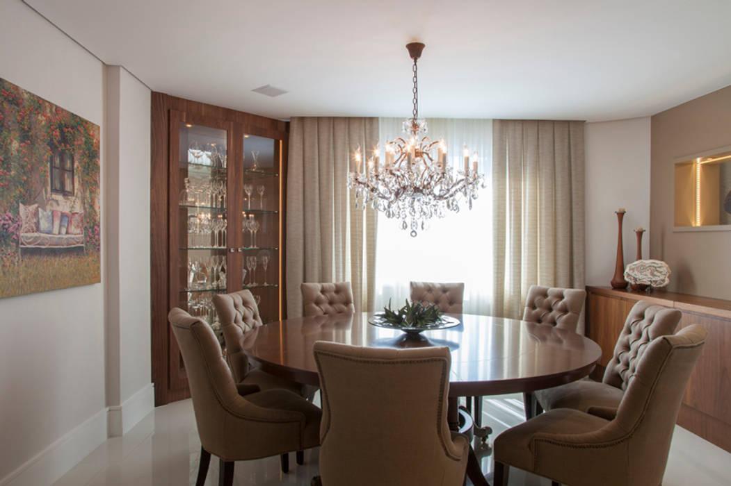 Sala de jantar: Salas de jantar  por Arquitetura 8 - Ana Spagnuolo & Marcos Ribeiro,