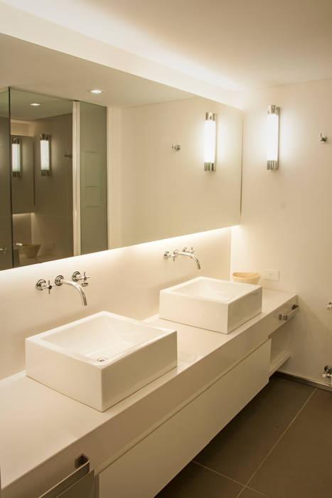 Modern Bathroom by Paula Herrero | Arquitectura Modern
