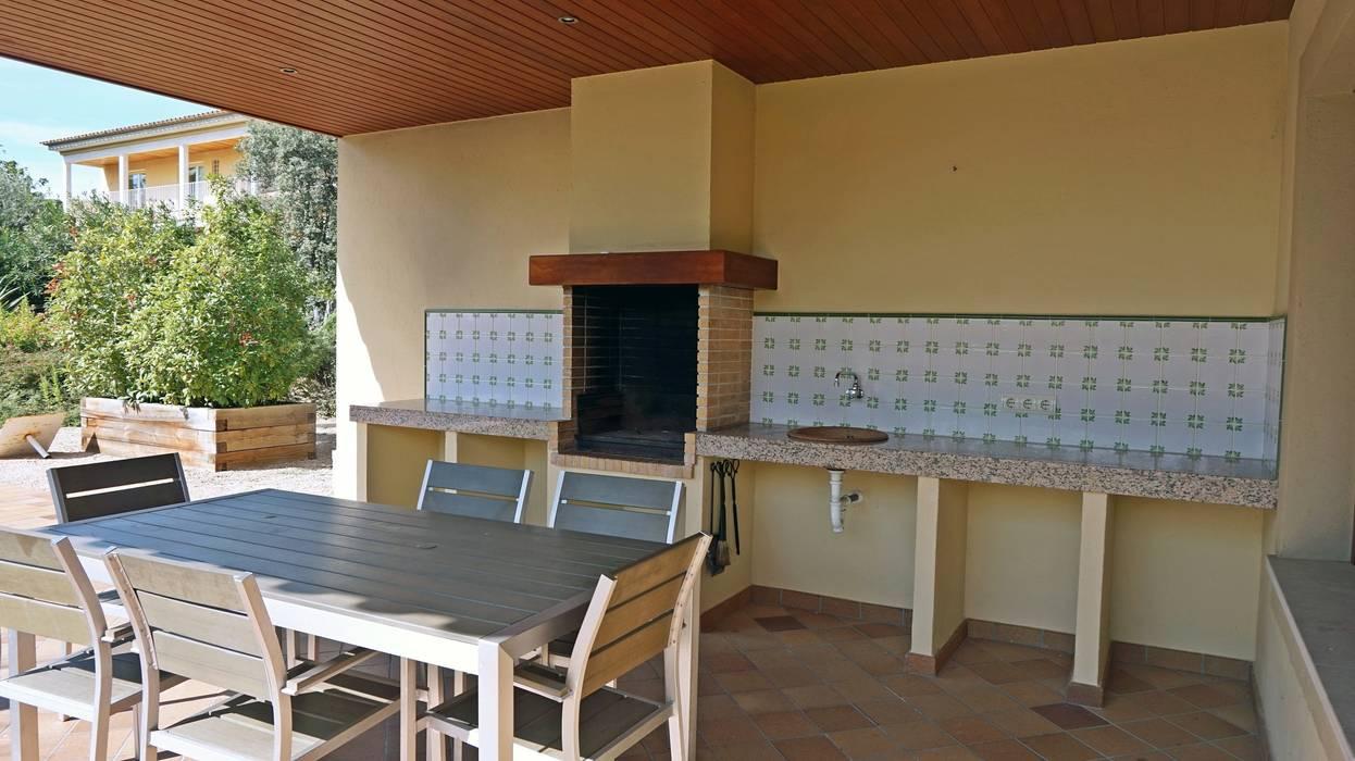 Balkon, Beranda & Teras Klasik Oleh Construccions Cristinenques, S.L. Klasik