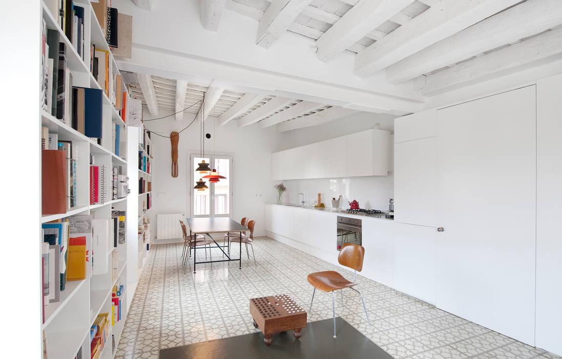 Kitchen by manrique planas arquitectes,