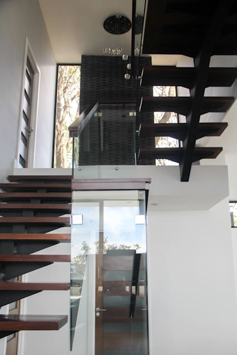 aaestudio Minimalist corridor, hallway & stairs Iron/Steel Wood effect