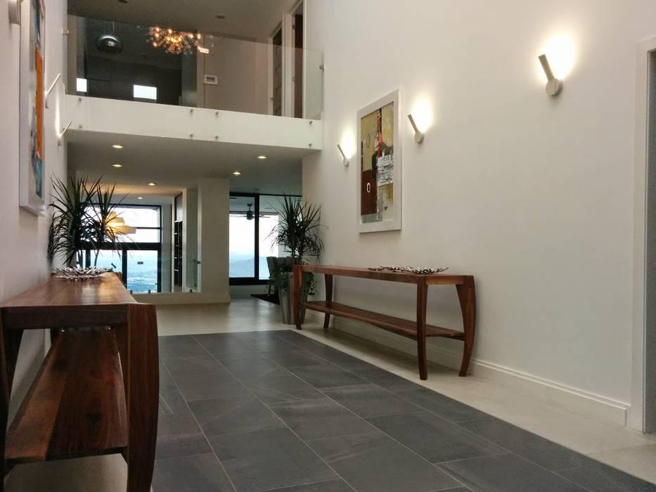 aaestudio Modern corridor, hallway & stairs