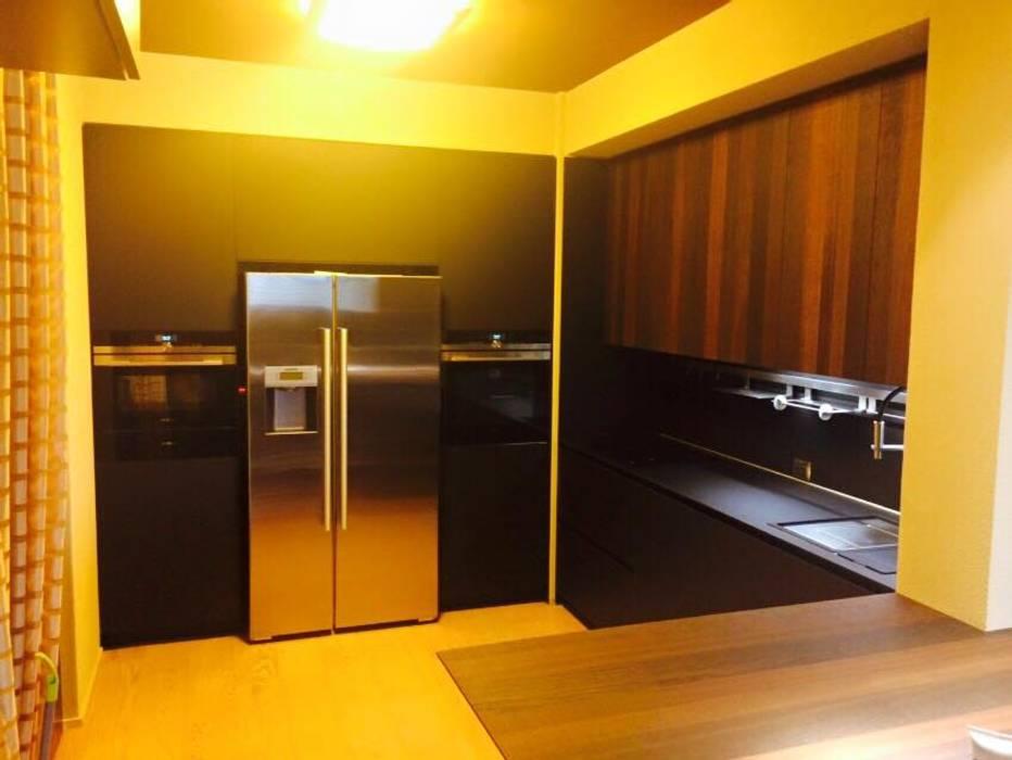 La tecnologia prima di tutto: Cucina in stile in stile Minimalista di Zoom Interior Life Style