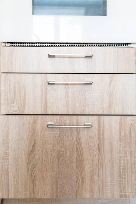 Imitation chêne blanchi de chez TEISSA: Cuisine de style de style Moderne par MJ Home