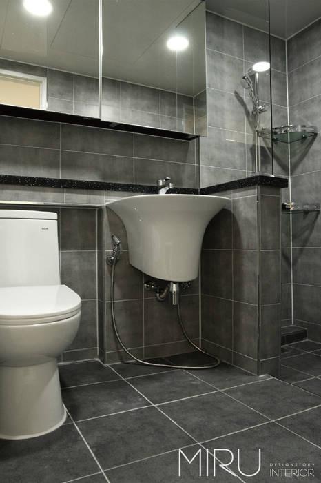 트랜디한 아파트 인테리어(베란다,욕실) 모던스타일 욕실 by 미루디자인 모던