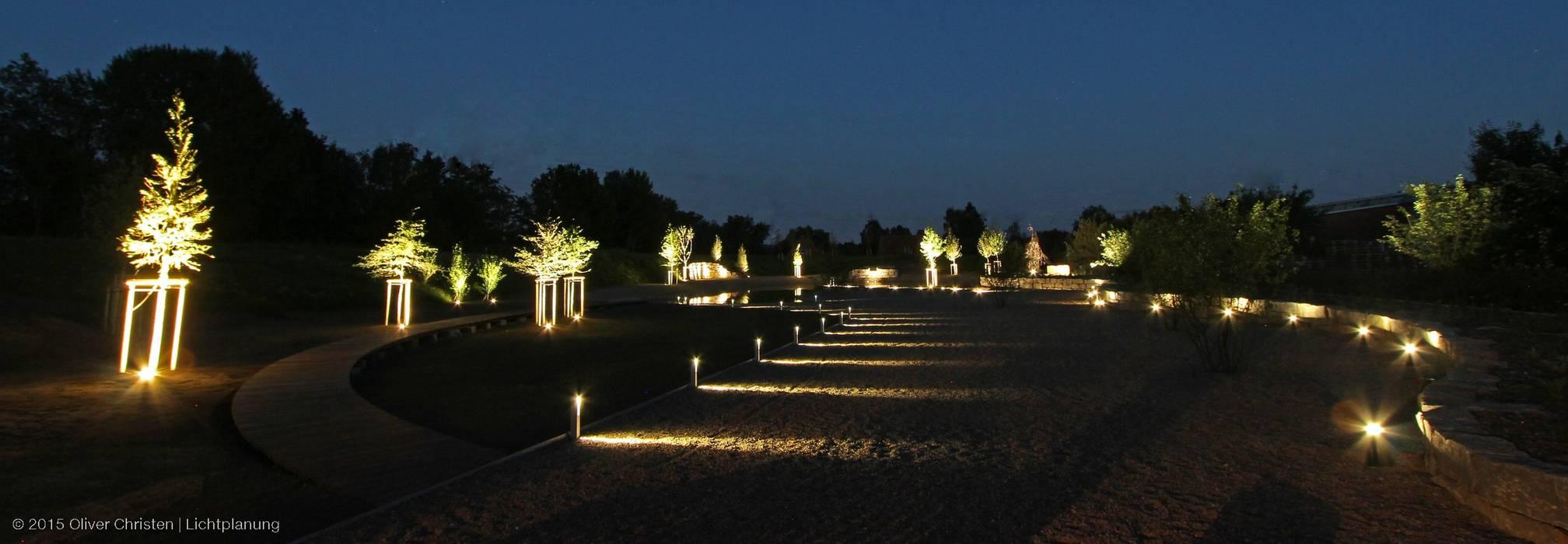 Vườn phong cách Địa Trung Hải bởi OC|Lichtplanung Địa Trung Hải