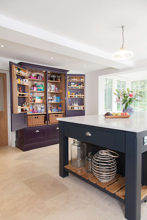 Surrey kitchen Lewis Alderson KitchenCabinets & shelves