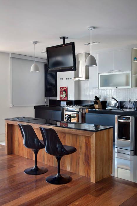 Modern Kitchen by ASP Arquitetura Modern