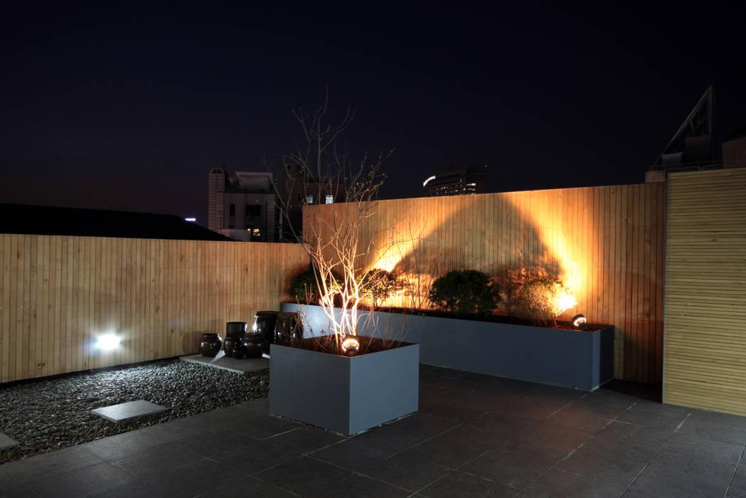 mom's house 모던스타일 발코니, 베란다 & 테라스 by 건축사사무소 moldproject 모던 우드 우드 그레인