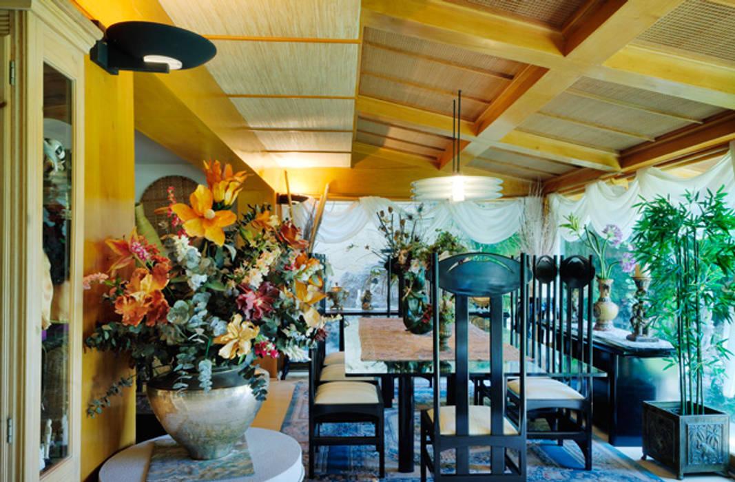 el comedor: Comedores de estilo  por Excelencia en Diseño, Asiático Madera Acabado en madera