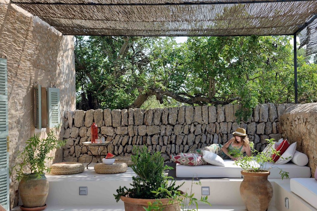 HOTEL CAL REIET – GUEST HOUSES Mediterranean style balcony, porch & terrace by Bloomint design Mediterranean