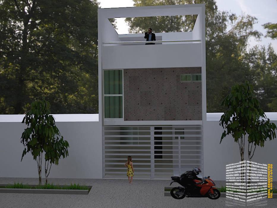 FACHADA EN 3 NIVELES Casas minimalistas de HHRG ARQUITECTOS Minimalista