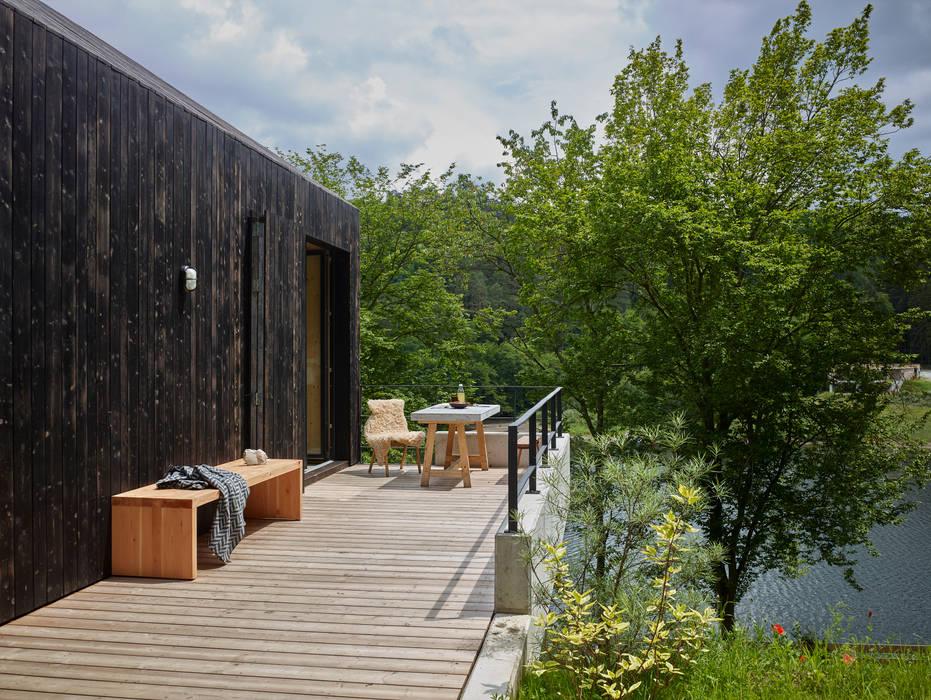 Terrazas de estilo  por Backraum Architektur, Moderno Madera Acabado en madera