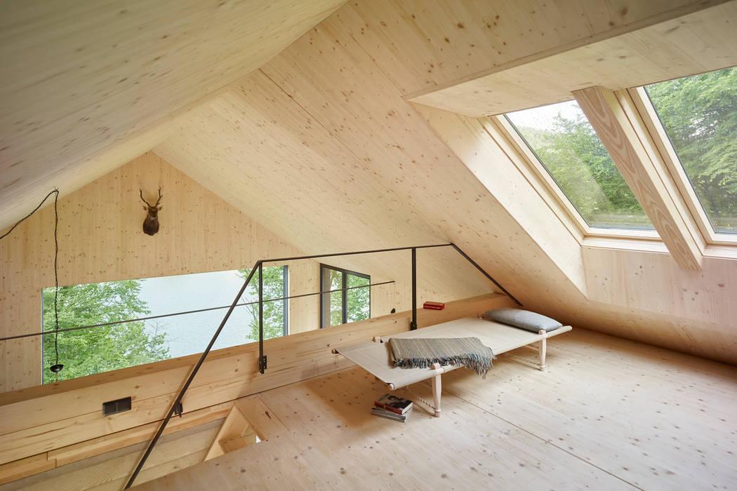 Dachboden Moderne Wohnzimmer von Backraum Architektur Modern