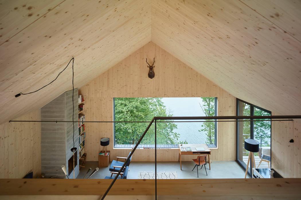 Salas / recibidores de estilo  por Backraum Architektur, Moderno