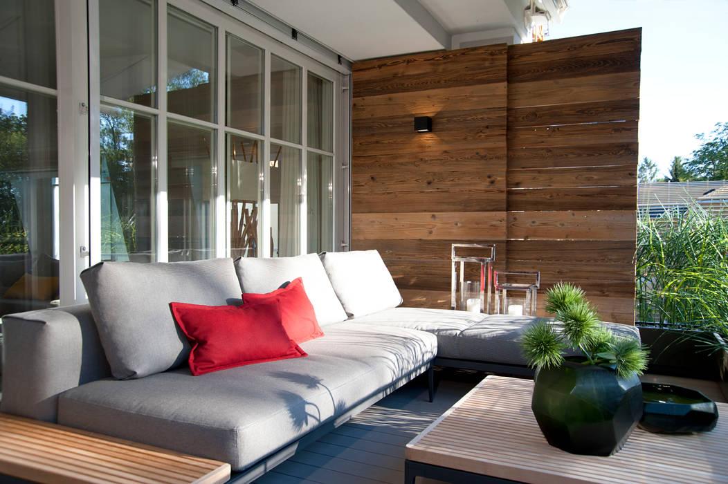 Wohnhaus München Moderner Balkon, Veranda & Terrasse von GABRIELA RAIBLE® INNENARCHITEKTUR Modern