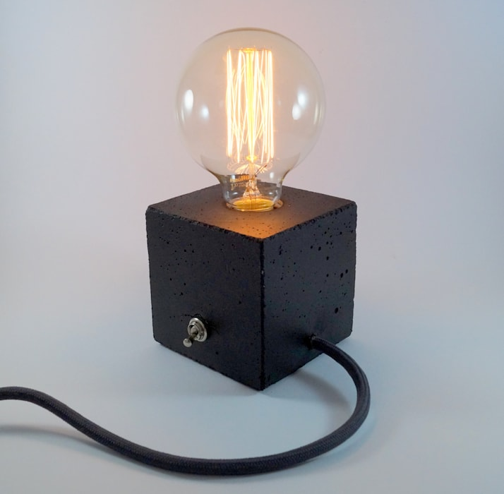 "Betonlampe. Tischlampe. ""cubo/black"" Uniikat.de Flur, Diele & TreppenhausBeleuchtungen Glas Schwarz"