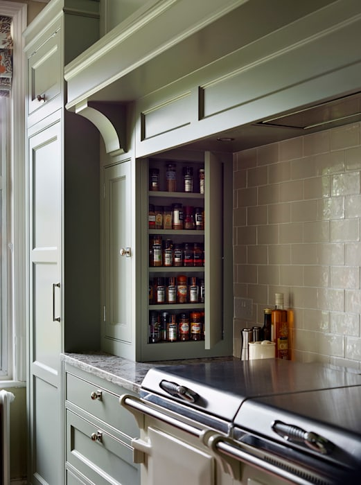 Fallowfield  |  Traditional English Country Kitchen:  Kitchen by Davonport, Classic Wood Wood effect