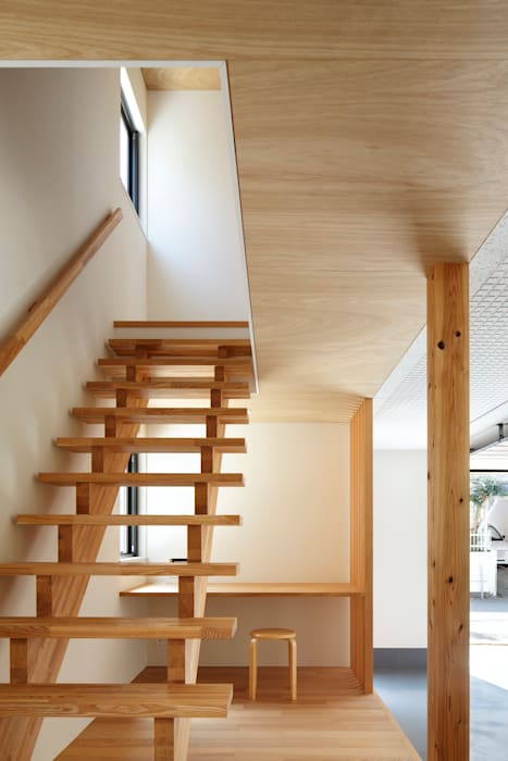 現代風玄關、走廊與階梯 根據 向山建築設計事務所 現代風