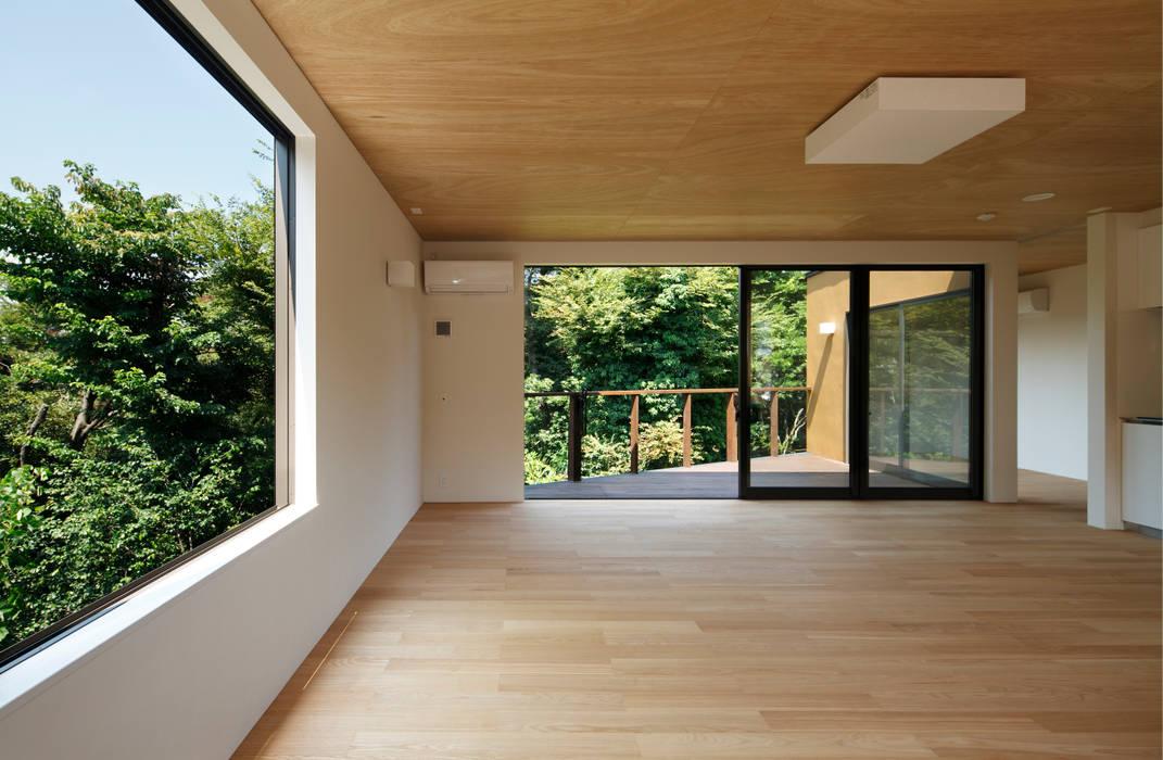 Salas de estar  por 向山建築設計事務所, Moderno