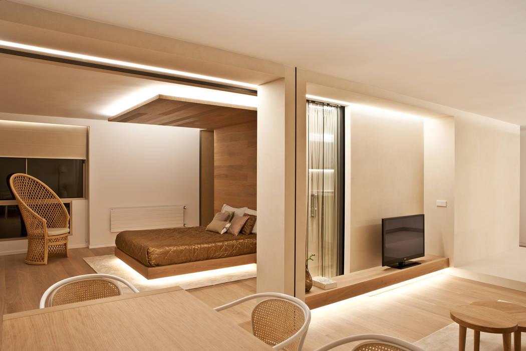 Modern Dining Room by Barea + Partners Modern