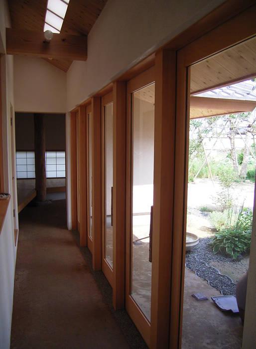 土間 和風の 玄関&廊下&階段 の 計画工房 辿 和風 無垢材 多色