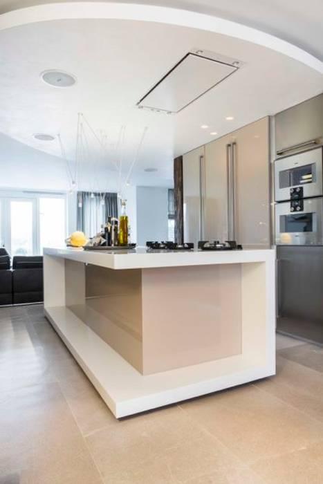 Kookeiland:  Keuken door SMEELE Ontwerpt & Realiseert, Modern