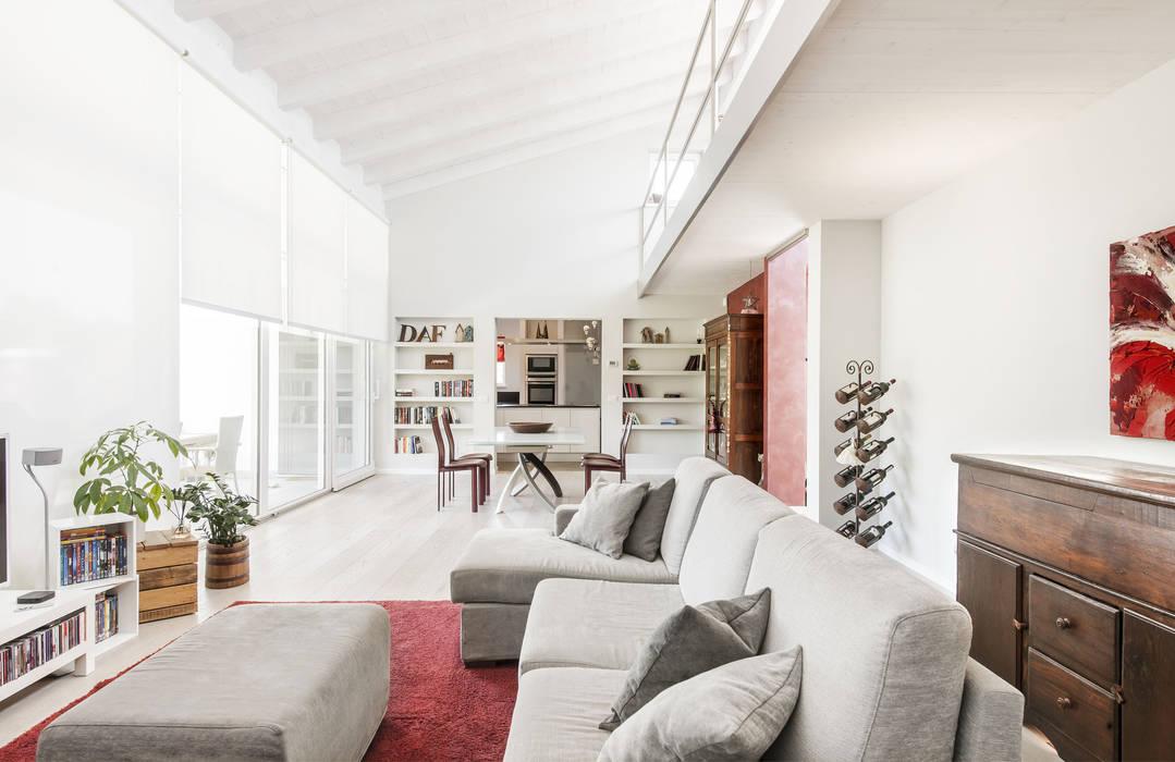 Legno & Design: Sala da pranzo in stile  di Emmeti Srl,