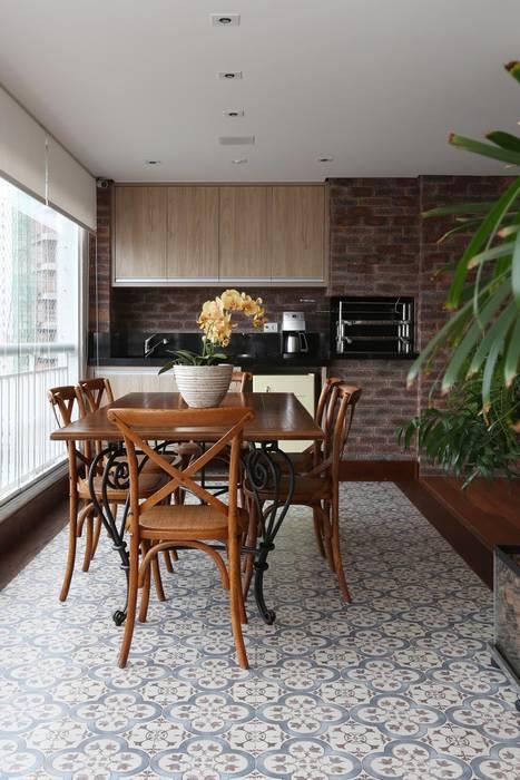 Rustic style balcony, veranda & terrace by Danielle Tassi Arquitetura e Interiores Rustic