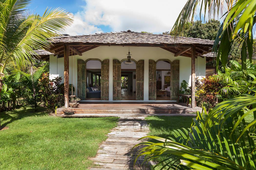 Casas de estilo rústico de Vida de Vila Rústico Madera maciza Multicolor