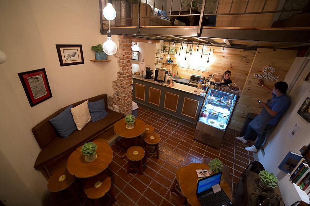 Flor Catorce: Restaurantes de estilo  por Taller La Semilla, Moderno