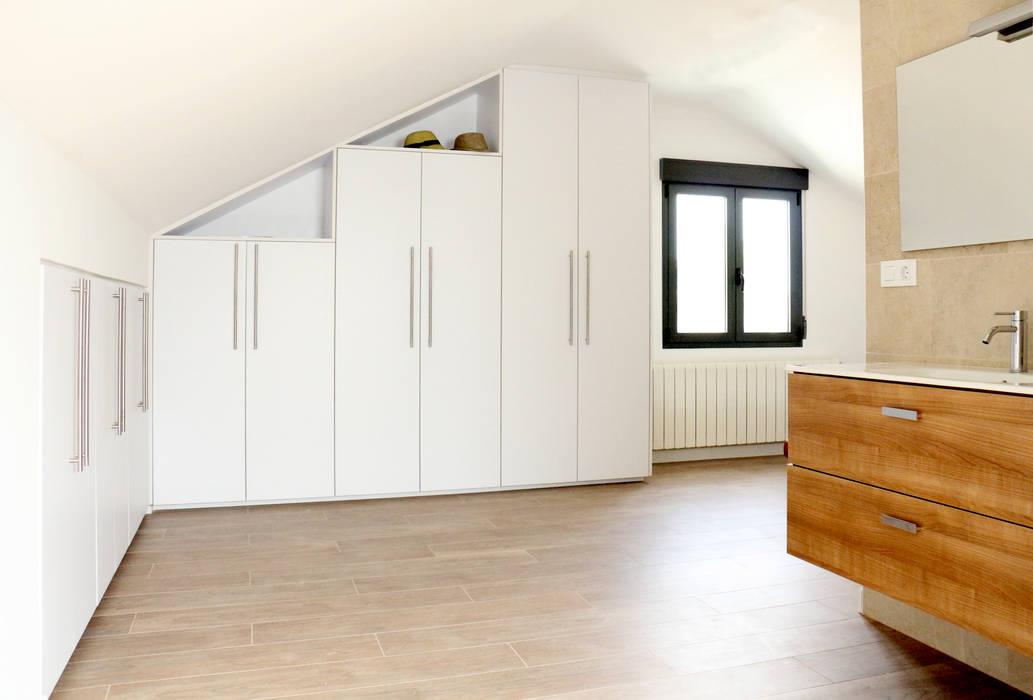 Antes de Casa de VV, en La Cañada Dormitorios de estilo moderno de acertus Moderno