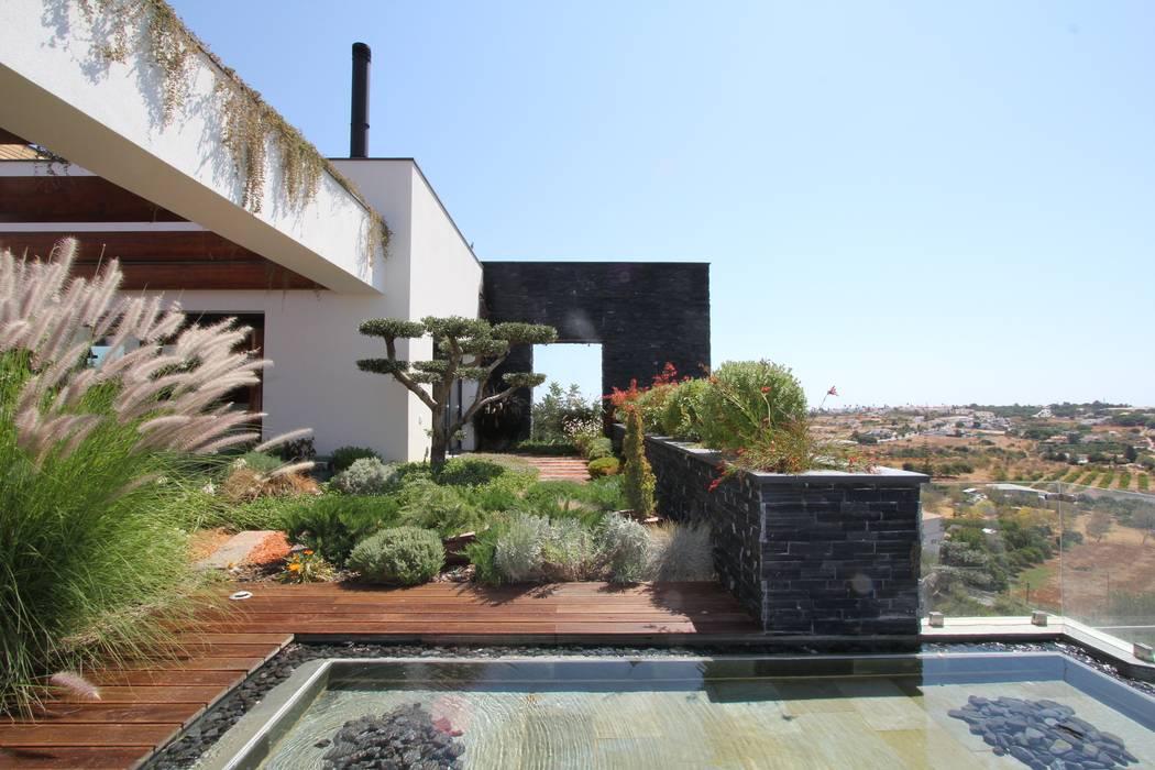 Jardin de style  par Riscos & Atitudes, Lda, Moderne Bois massif Multicolore