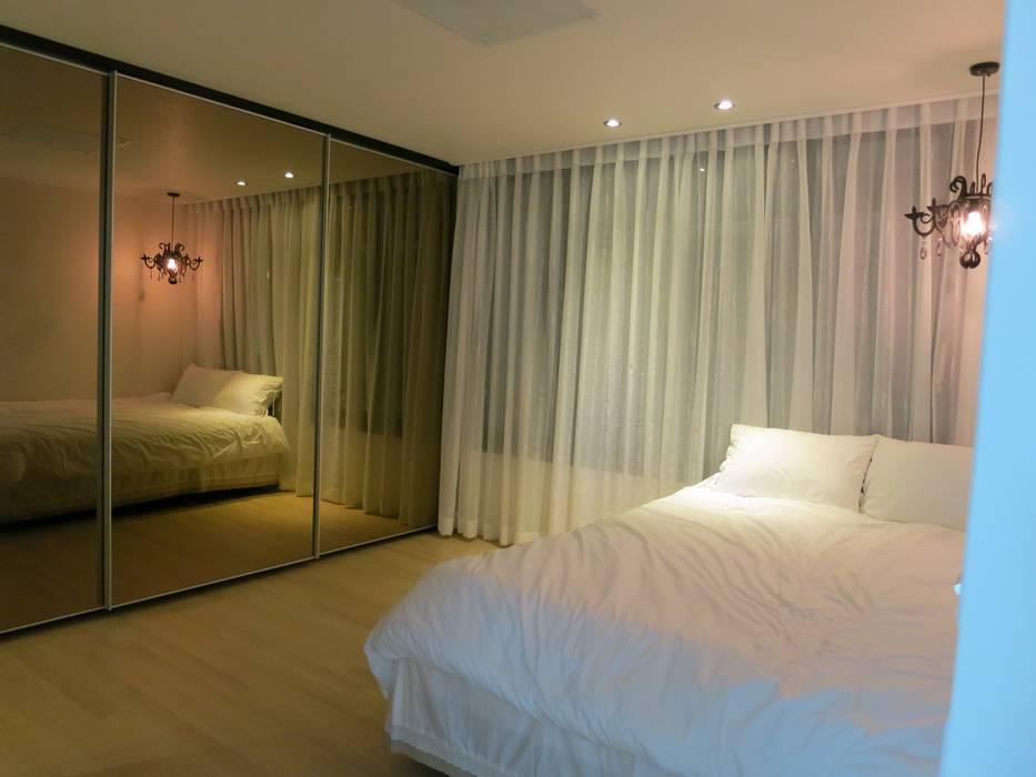 Modern Bedroom by 홍예디자인 Modern