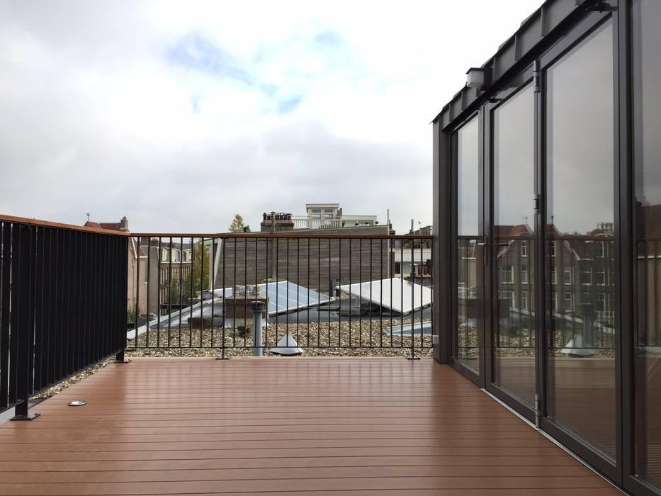Dakopbouw Amsterdam Moderne balkons, veranda's en terrassen van homify Modern