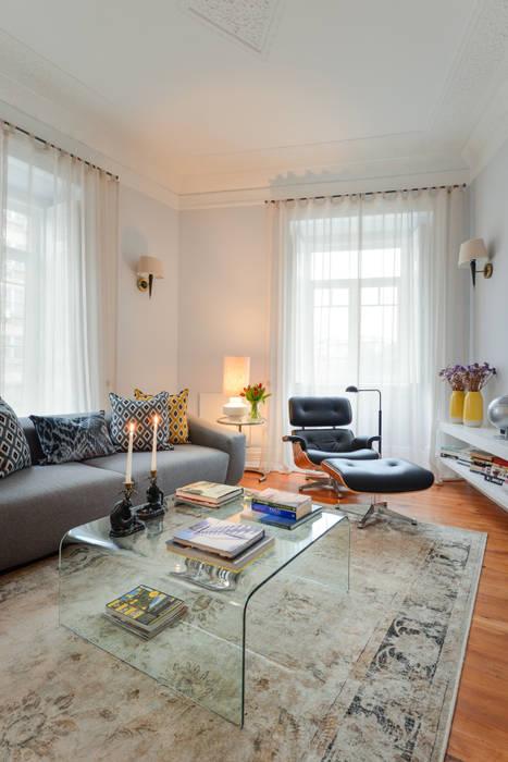 Sala de estar em Lisboa: Salas de estar  por LAVRADIO DESIGN,Moderno