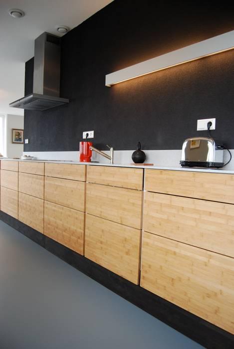 Penthouse Amsterdam Moderne keukens van homify Modern Bamboe Groen